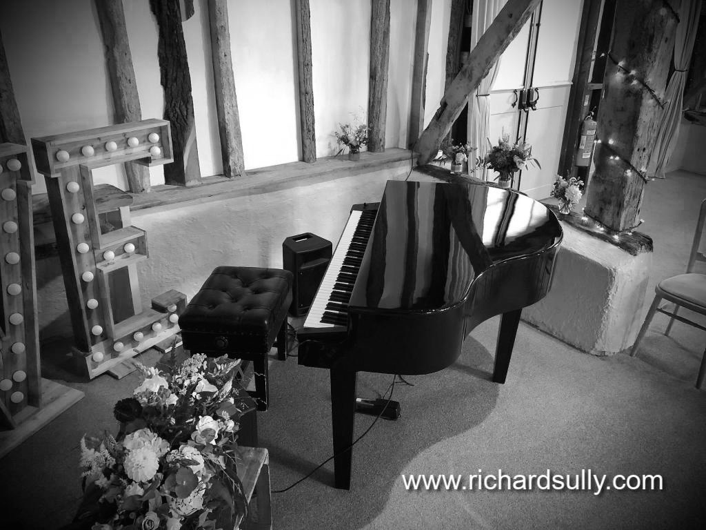 Wedding pianist to cover your Civil Wedding Ceremony, Wedding Drinks Reception and Wedding Breakfast . Portable piano provided at no extra cost!