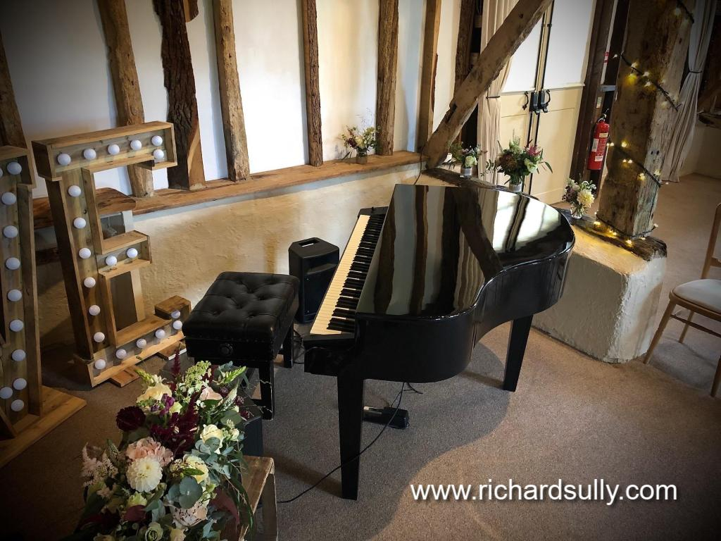 Richard Sully | Piano entertainment for your civil wedding ceremony, wedding drinks reception and wedding breakfast. Pianist for your birthday party, birthday dinner, anniversary party, corporate event, corporate dinner, product launch, house party. Covering Berkshire, Wiltshire, Oxfordshire, Hampshire, Surrey, London, Hertfordshire, Buckinghamshire, Sussex, Bristol and Bath, Birmingham, Gloucestershire, Warwickshire, Worcestershire, South Wales, Somerset and Worcestershire.